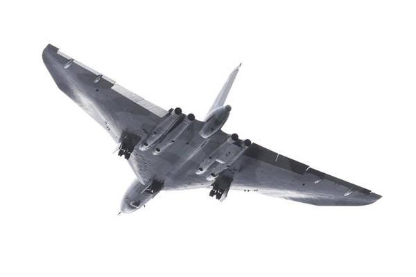 Vulcan Bomber Photograph - Avro Vulcan B-2 by Ian Middleton