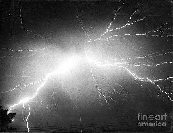 Wall Art - Photograph - Lightning by Science Source