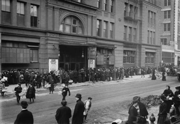 Business Cycles Wall Art - Photograph - A Large Crowd Of Men And Women Wait by Everett