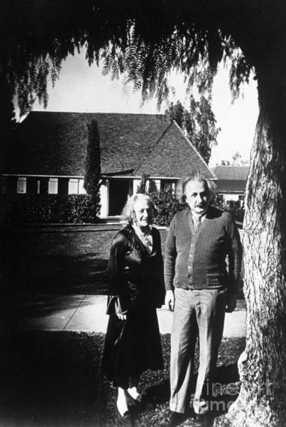 Mass-energy Equivalence Wall Art - Photograph - Albert And Elsa Einstein by Science Source