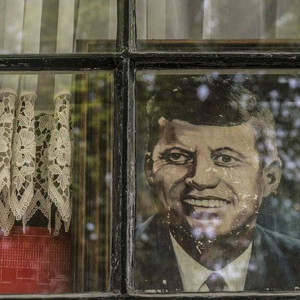 Political Wall Art - Photograph - #amsterdam #keizersgracht #nl #window by Andy Kleinmoedig
