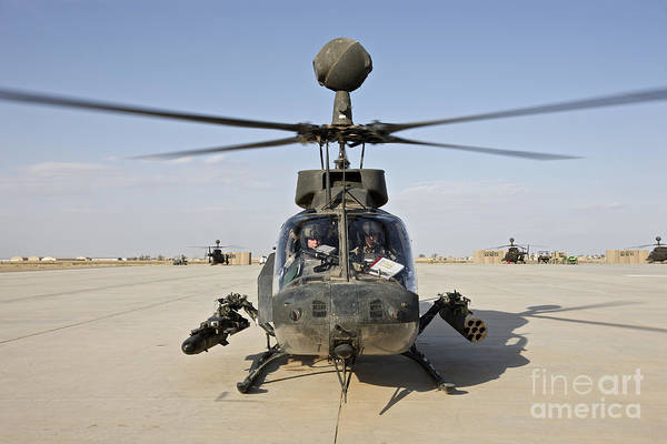 Kiowa Photograph - An Oh-58d Kiowa Helicopter Prepares by Terry Moore