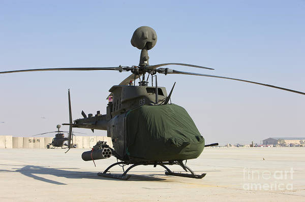 Kiowa Photograph - An Oh-58d Kiowa Warrior Helicopter by Terry Moore