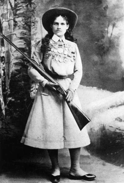 Photograph - Annie Oakley (1860-1926) by Granger