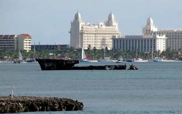 Photograph - Baboo Shipwreck Aruba by Keith Stokes