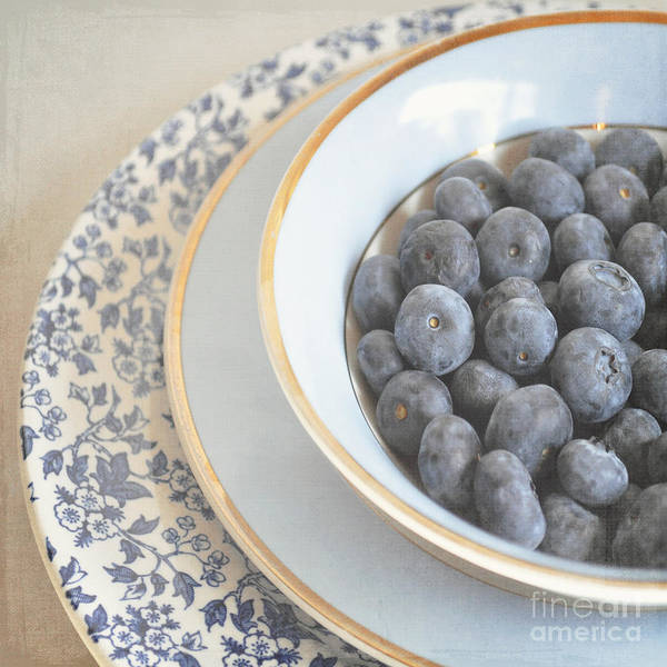 Wall Art - Photograph - Blueberries In Blue And White China Bowl by Lyn Randle
