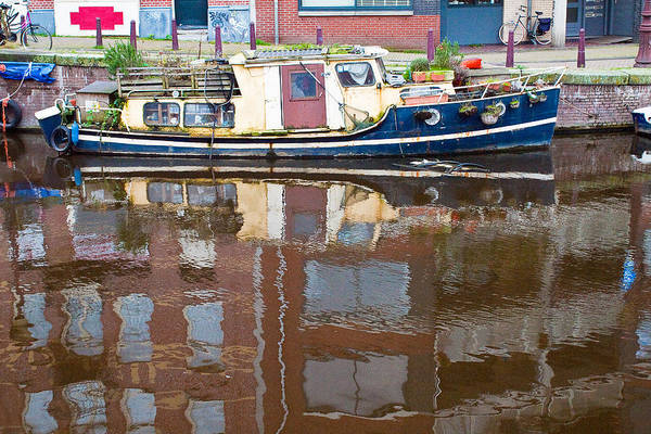 Prinsengracht Photograph - Boat Reflection On Amsterdam Canal by Les Abeyta