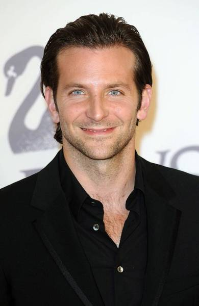 Alice Cooper Photograph - Bradley Cooper At Arrivals For The 2009 by Everett