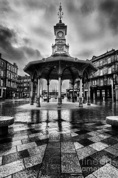 Big Boy Photograph - Bridgeton Cross Bandstand Glasgow by John Farnan