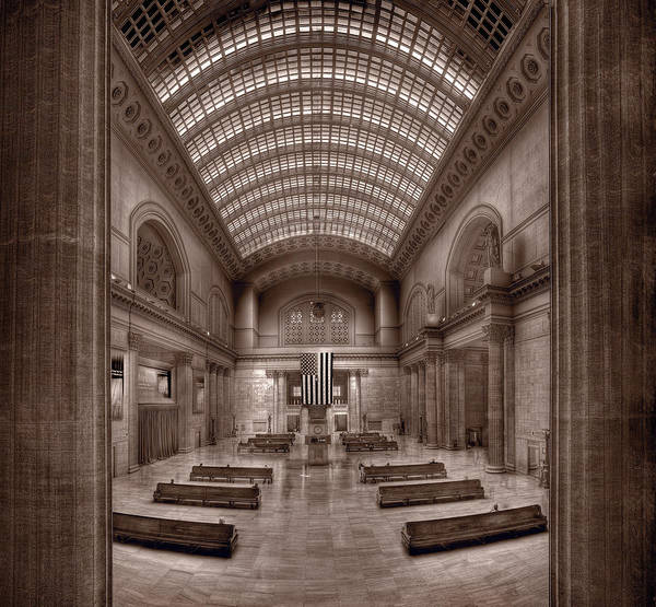 Commute Photograph - Chicagos Union Station Bw by Steve Gadomski