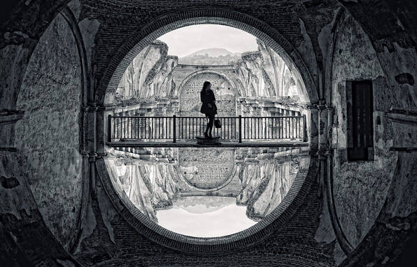 Blacklight Photograph - Circulo by Francesco Nadalini