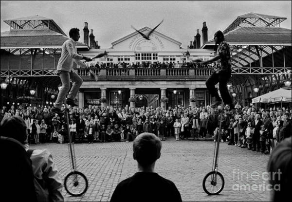 Blanco Y Negro Wall Art - Photograph - Covent Garden Street Performers by Aldo Cervato