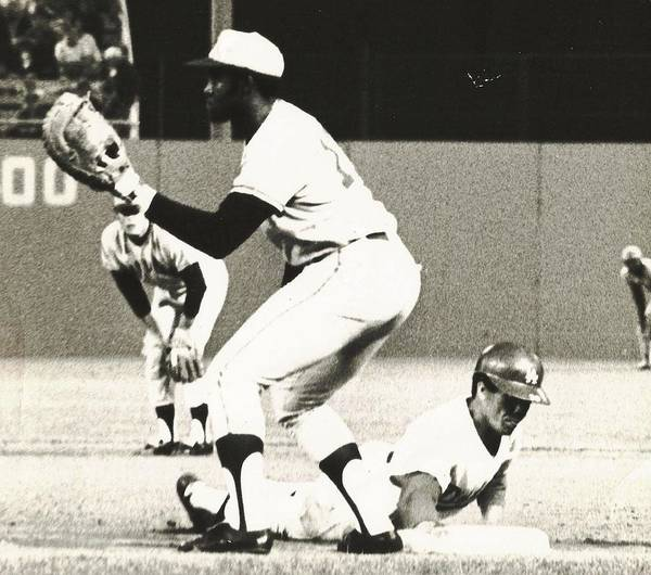Photograph - Dodger Maury Wills Diving Back To First by Jamie Baldwin