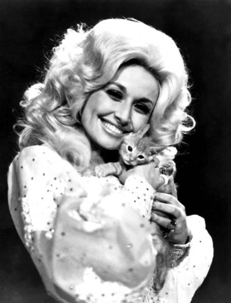 Wall Art - Photograph - Dolly Parton And Friend In The 1970s by Everett