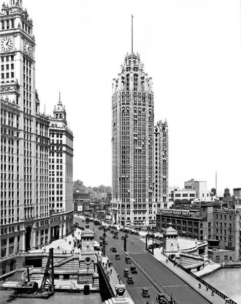 Chicago Tribune Wall Art - Photograph - Downtown Chicago by Underwood Archives