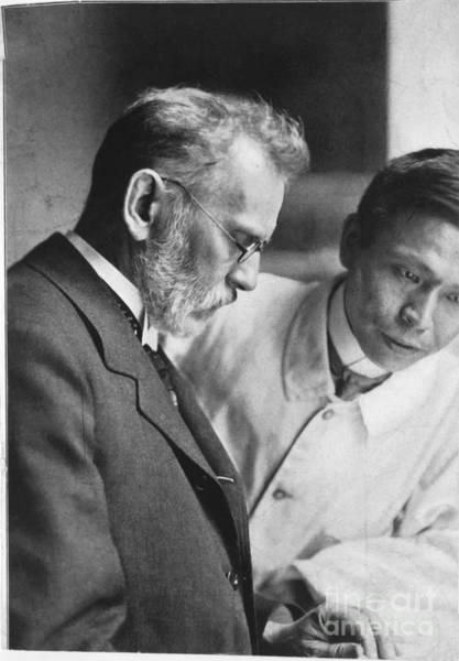 Wall Art - Photograph - Ehrlich And Hata, Discovered Syphilis by Science Source