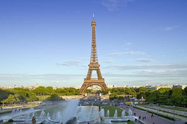 La Tour Eiffel Photograph - Eiffel Tower With Fontaines by Melanie Viola