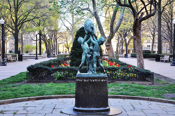 Rittenhouse Square Wall Art - Photograph - Evelyn Taylor Price Sundial by Bill Cannon