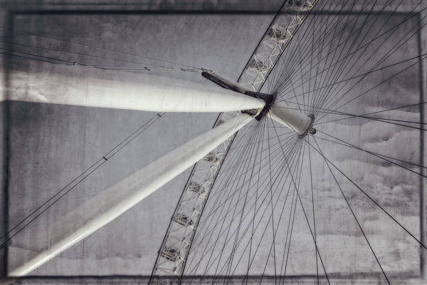 Photograph - Eye On London by Joan Carroll