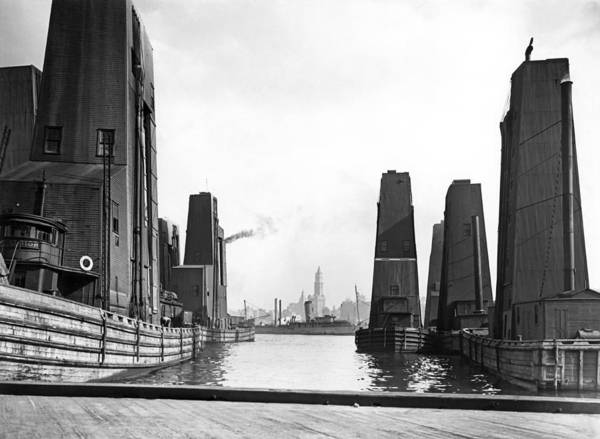 1925 Photograph - Floating Grain Elevators In Ny by Underwood Archives