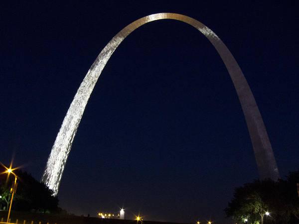 Photograph - Gateway Arch At Night by Nancy De Flon