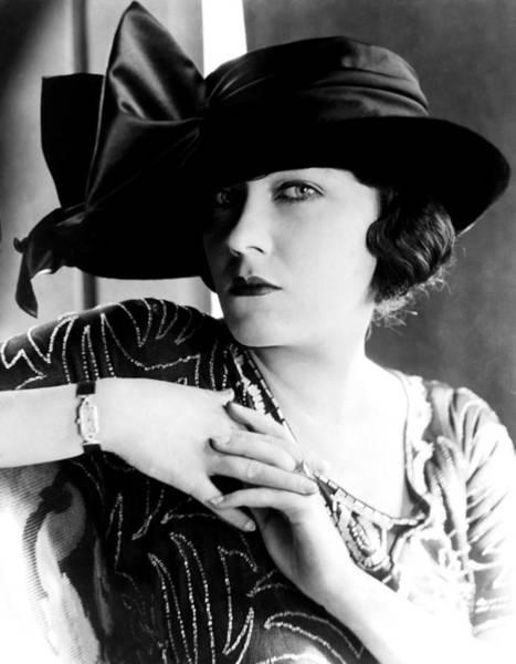Gloria Swanson Photograph - Gloria Swanson, 1921 by Everett
