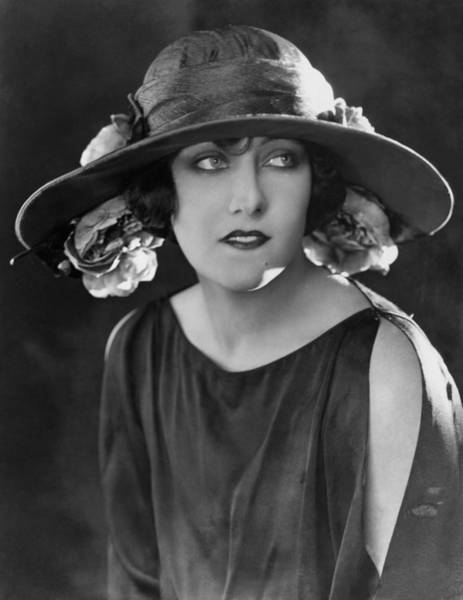 Gloria Swanson Photograph - Gloria Swanson, Ca. Mid-1920s by Everett