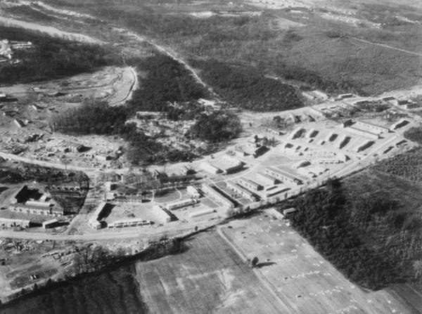 Works Progress Administration Photograph - Greenbelt, Maryland Was The First Model by Everett