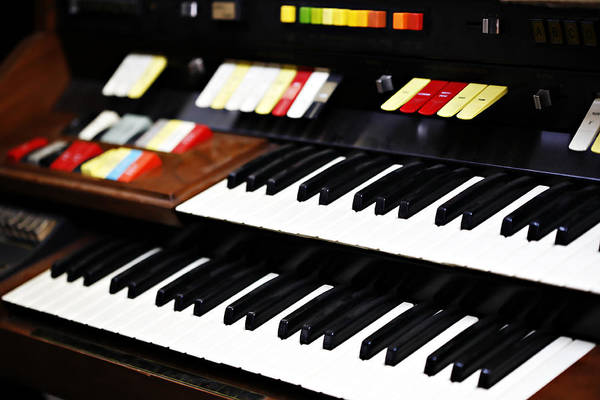 Choral Wall Art - Photograph - Hammond Electric Organ by Marilyn Hunt