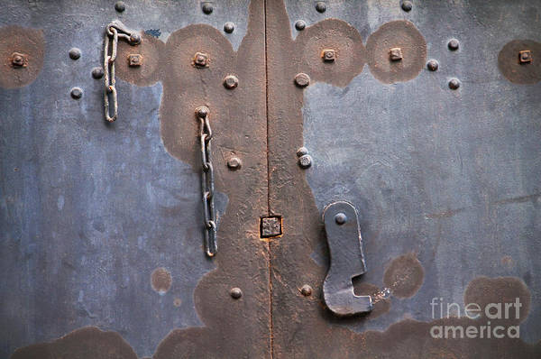 Rusty Chain Wall Art - Photograph - Hooked And Chained by Dan Holm