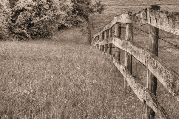 Warrenton Wall Art - Photograph - Into The Distance Bw by JC Findley