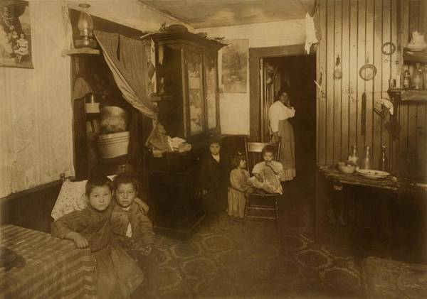 Italian Immigrants Wall Art - Photograph - Italian American Mother With Five Young by Everett