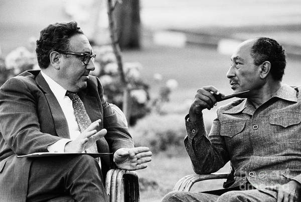 Photograph - Kissinger And Sadat, 1975 by Granger
