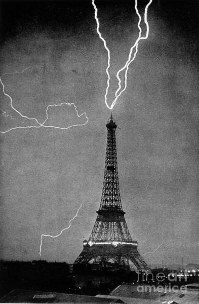Photograph - Lightning Strikes Eiffel Tower, 1902 by Science Source