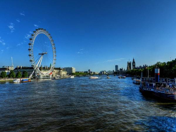 Photograph - London 095 by Lance Vaughn