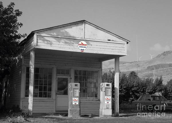 Photograph - Maryhill Service Station by Charles Robinson