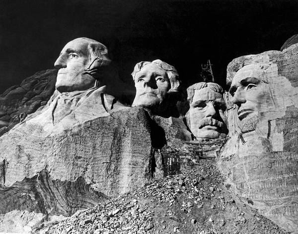 Thomas Jefferson Photograph - Men Working On Mt. Rushmore by Underwood Archives