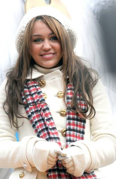 Miley Cyrus Wall Art - Photograph - Miley Cyrus At A Public Appearance by Everett