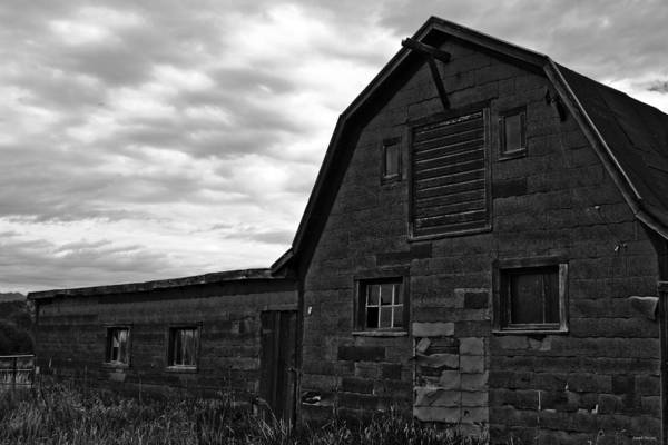 Photograph - Montana Barn by Joseph Noonan