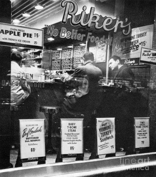 Photograph - New York: Restaurant, 1948 by Granger