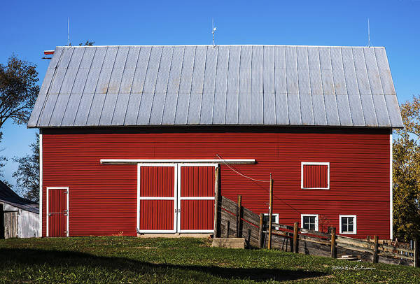 Photograph - Nice Red Barn by Edward Peterson