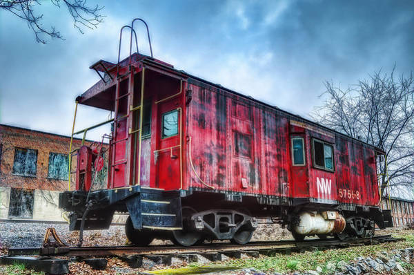 Red Caboose Photograph - Norfolk Western Caboose by Steve Hurt