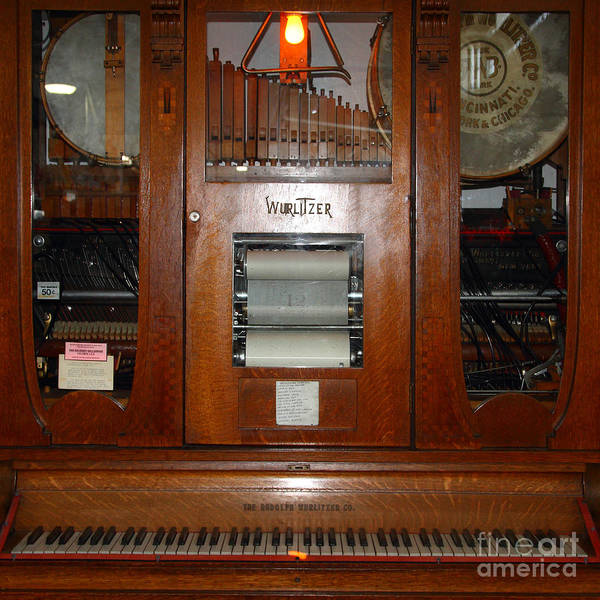 Wurlitzer Photograph - Nostalgic Wurlitzer Player Piano . 7d14400 by Wingsdomain Art and Photography