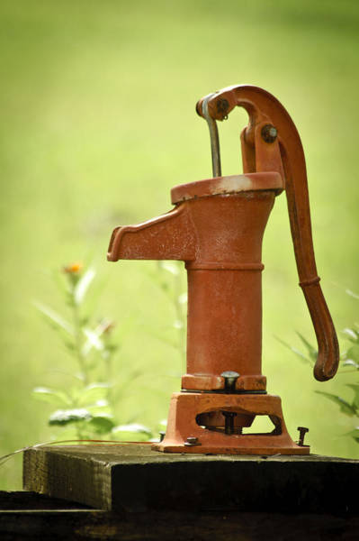 Hand Pump Photograph - Old Fashioned Water Pump by Carolyn Marshall