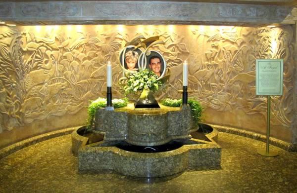 Photograph - Princess Diana Memorial by Keith Stokes