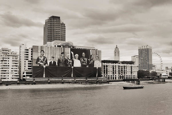 Southbank Photograph - Queen's Greetings by Jasna Buncic