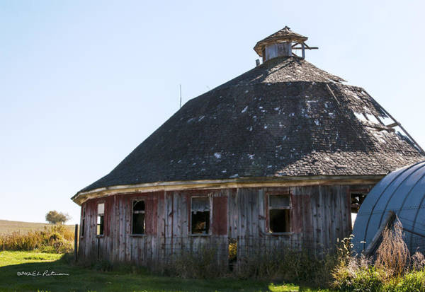 Photograph - Red Round Barn by Edward Peterson