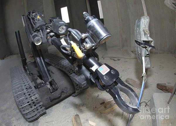 Bahrain Photograph - Retractable Arm Of Talon 3b Robot by Stocktrek Images