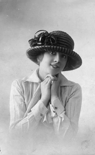 1923 Photograph - Ribbed Hat by Felix
