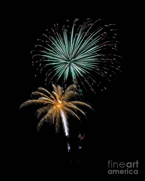 Photograph - Rvr Fireworks 104 by Mark Dodd